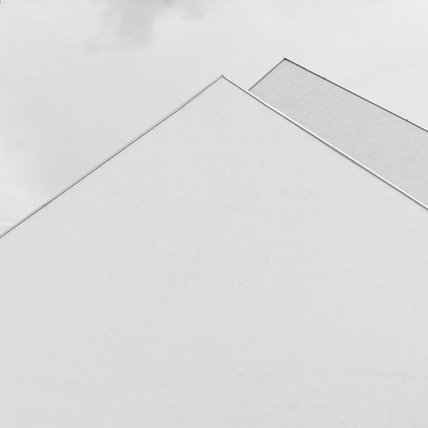 TQA1801 - WHITE ARROW - Greyscale