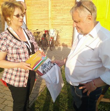Molnár Éva/ Gyula Hús Kft.  Kelemen Róbert /polgármester