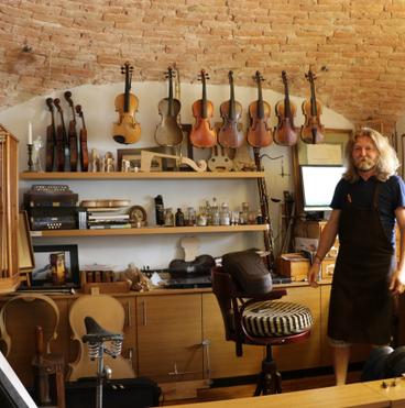 Sümegi Elemér hegedűkészítő mester