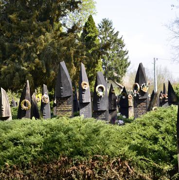 Csónak alakú fejfás temető Szatmárcseke